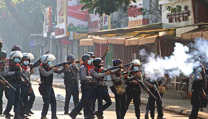 میانمار: مظاہرین پر پولیس کی فائرنگ،ہلاکتیں 18 ہو گئیں