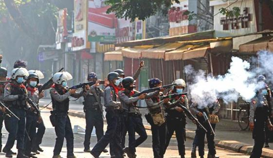 میانمار: مظاہرین پر پولیس کی فائرنگ، ہلاکتیں 18 ہوگئیں