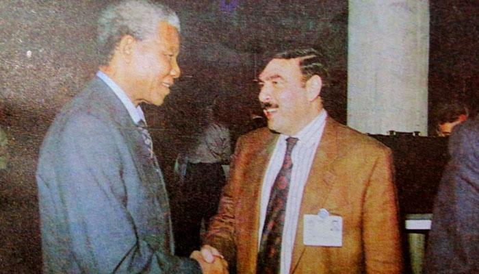 شیخ رشید کی نیلسن منڈیلا کے ساتھ یہ تصویر کب کی ہے؟