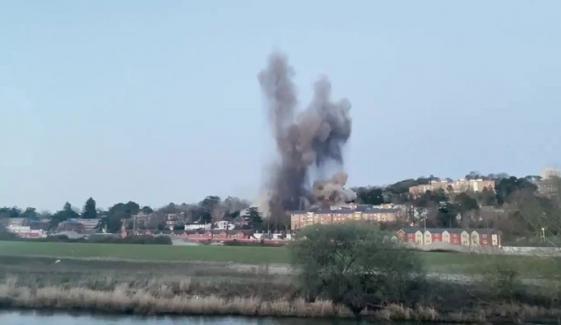 انگلینڈ: دوسری عالمی جنگ کا بم کنٹرولڈ دھماکے سے تباہ کردیا گیا