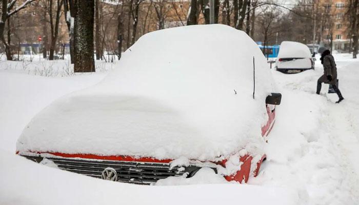 روس میں شدید برف باری، گاڑياں و مکانات برف سے ڈھک گئے