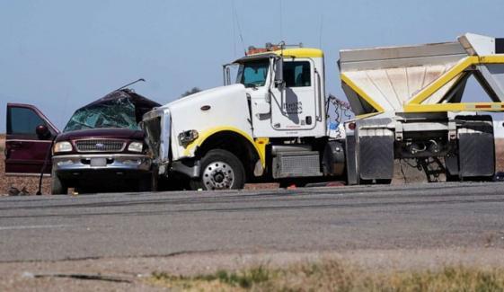 کیلیفورنیا: ٹریفک حادثے میں 15 افراد ہلاک