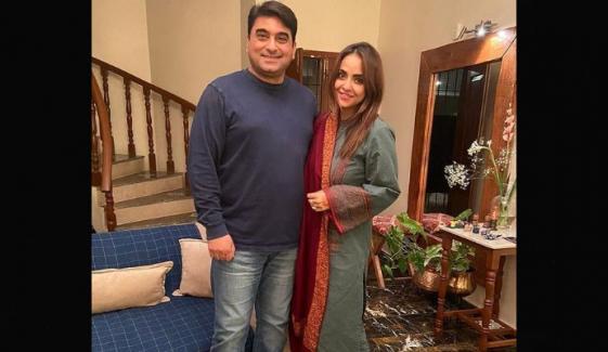 نادیہ خان کا شوہر کیساتھ چنگچی میں سفر