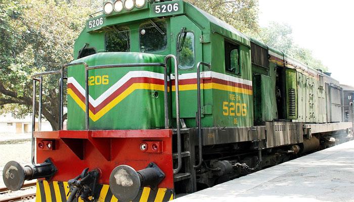 ریلوے کی کروڑوں کی اراضی واگذار، ٹرین کو حادثے سے بچانے والے گینگ مین کی ستائش