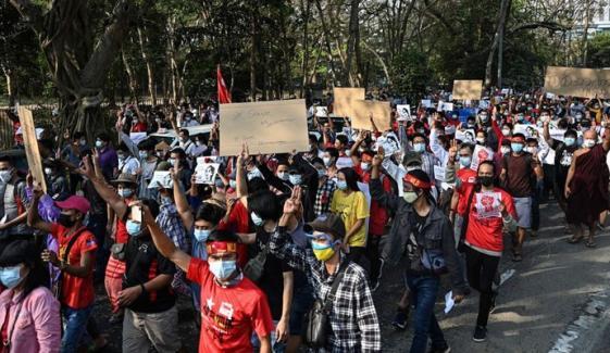میانمار، مختلف شہروں میں احتجاج کے خلاف بدترین کریک ڈاؤن