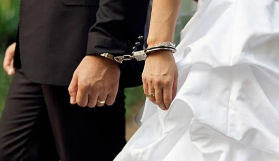 فارم ہاؤس میں شادی پر دُلہا شرکاء سمیت گرفتار