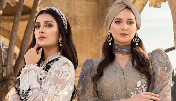 عائزہ خان کی اصلحان خاتون کے ساتھ خوبصورت سیلفی وائرل