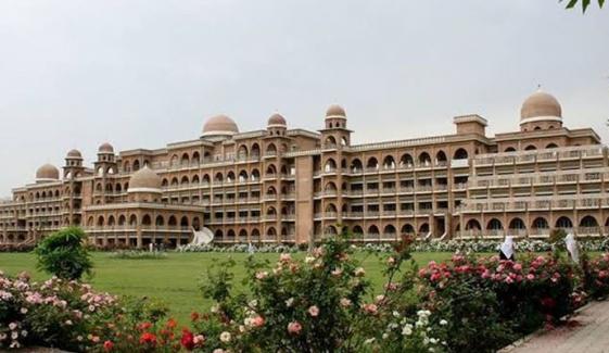 جامعہ پشاور کے طلباء و طالبات کیلئے ڈریس کوڈ متعارف