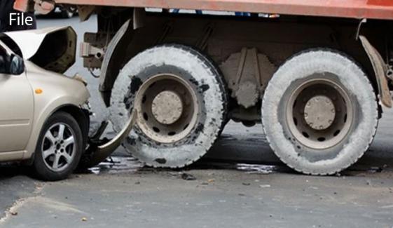 ساہیوال: ٹرک کی ٹکر سے کار سوار ASI جاں بحق