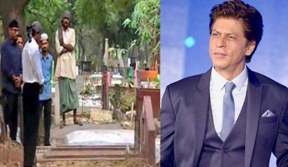 شاہ رخ کی اپنے والدین کی قبر پر حاضری