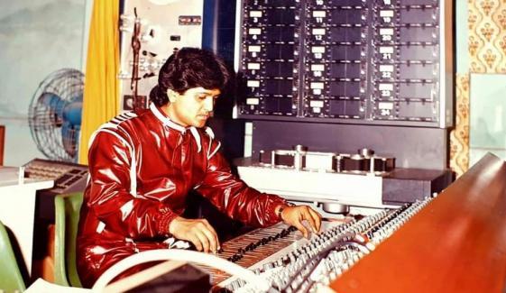 گلوکار سلیم جاوید نے 40 برس قبل کی اپنی تصاویر سوشل پر شئیر کردی