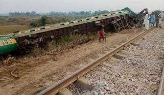 کراچی ایکسپریس حادثہ: 15 ٹرینیں تاخیر کا شکار