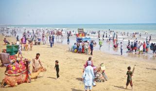 کراچی کا موسم گرم رہنے کا امکان