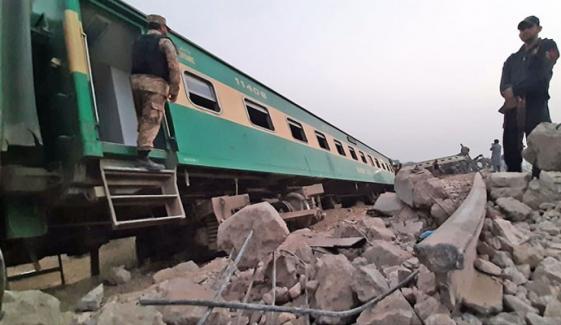 ٹرین حادثہ خستہ حال ٹریک، فنی خرابی کےباعث ہوا، ابتدائی تحقیقاتی رپورٹ