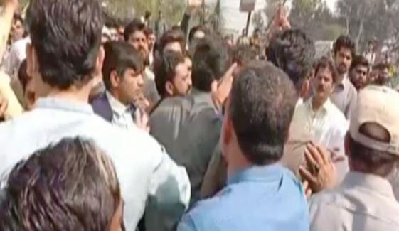 گوجرانوالہ احتجاج، گارڈ کی فائرنگ سے 3 افراد جاں بحق