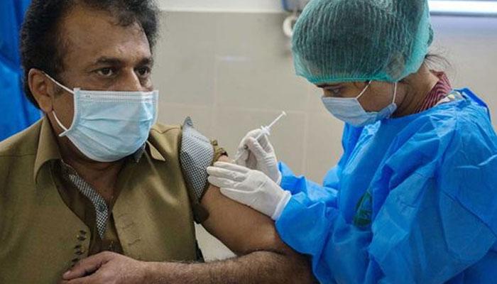 کراچی میں 60 سال سے زائد 1 ہزار افراد کی کورونا ویکسینیشن