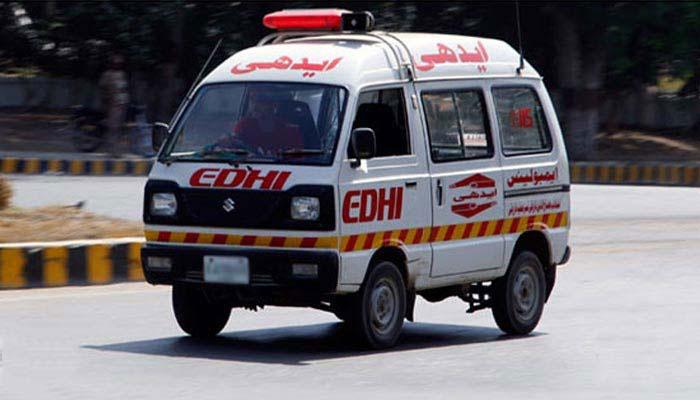 کراچی: ٹرک سے ہیوی مشینری گرگئی، 2 موٹرسائیکل سوار جاں بحق