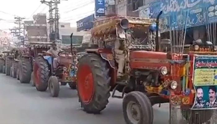 پاکستان کسان اتحاد کا اوکاڑہ میں ٹریکٹر مارچ