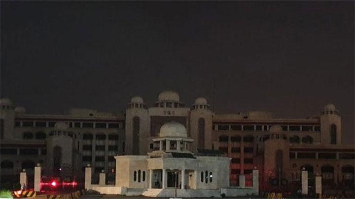 وزیراعظم آفس کی لائٹس ایک گھنٹے کے لیئے بجھادی گئیں