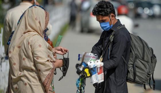 لاہور میں ماسک نہ پہننے والوں کو پکڑ کرتھانے میں بند کر دیا جائے گا،کمشنر لاہور