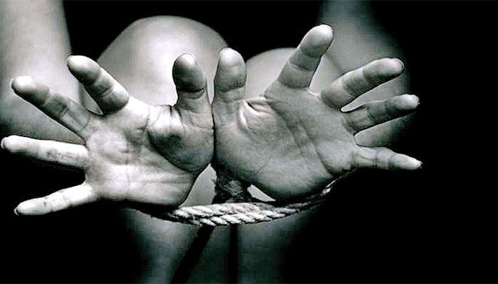 رقم کے لئےماں نے بچے کو اغواء کرلیا،ملزمہ اور اس کا بہنوئی گرفتار،پولیس