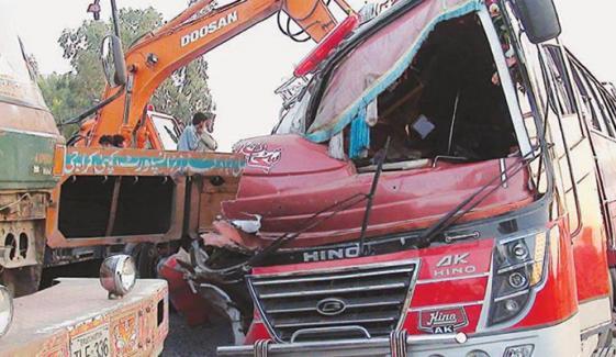 مریدکے: بس اور ٹرالر میں تصادم، 5 جاں بحق