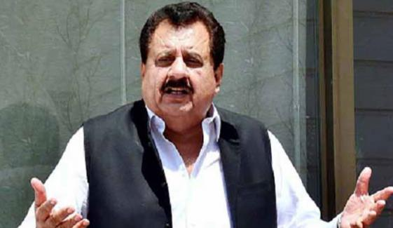 وفاقی وزیر طارق چیمہ کی ویکسین کےلیے سیاسی اثر استعمال کرنے کی تردید