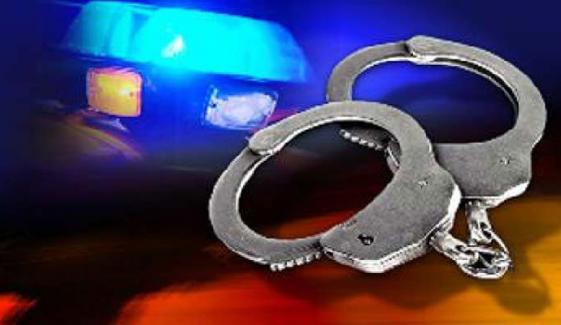 کراچی، موٹرسائیکل چھیننے کی کوشش کرنے والا مبینہ پولیس اہلکار گرفتار