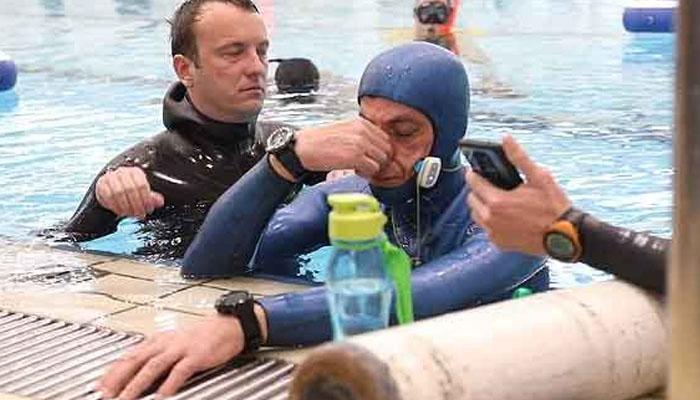 پانی میں 24منٹ33سیکنڈ تک سانس روکنے والا غوطہ خور