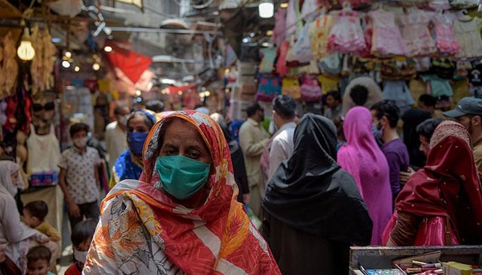 کراچی میں کاروبار 8 بجے بند کرنے سے انکار