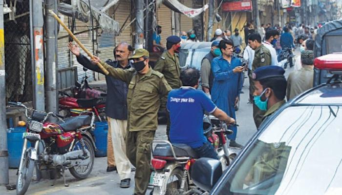 لاہور:کورونا ایس او پیز کیخلاف ورزی پر سخت سزاوں کے احکامات جاری