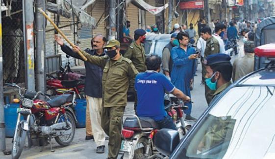 لاہور: کورونا ایس او پیز کی خلاف ورزی پر سخت سزاؤں کے احکامات جاری