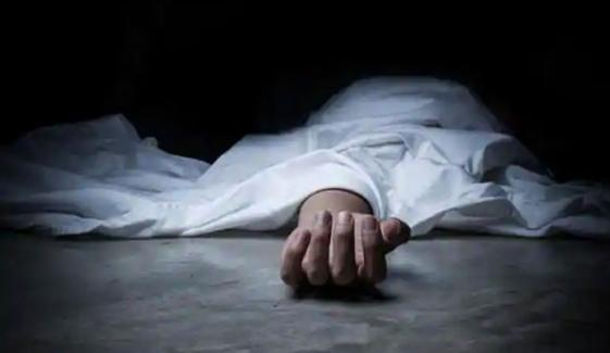 سیہون: ٹرک اور کار میں تصادم، خاتون اور بچی سمیت 4 افراد جاں بحق