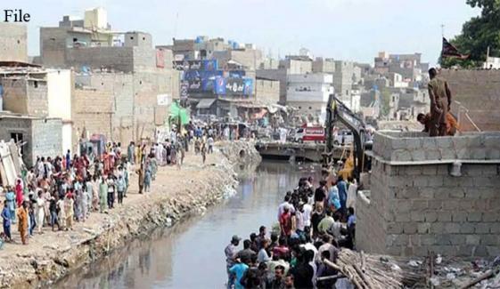 کراچی: ناظم آباد کے نالے میں گرنے والے بچےکی لاش مل گئی