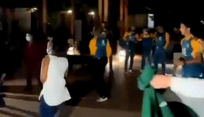 سیریز جیتنے کے بعد قومی کھلاڑیوں کا رقص