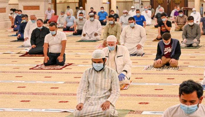 دبئی: مساجد میں تراویح اور عشا کی نمازوں کے اوقات مقرر، ہجوم اور اشیا تقسیم کرنے پر پابندی