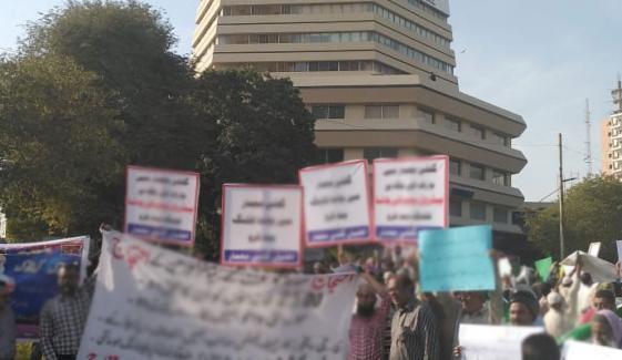 سپریم کورٹ کراچی، پولیس کے مبینہ دھکے، ٹیچر مشتعل