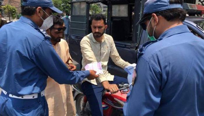 فیصل آباد، کورونا ایس او پیز کی خلاف ورزیوں پر13 لاکھ روپےکے جرمانے