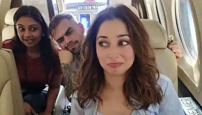 تمنا بھاٹیا کے ساتھ طیارے میں 'ویرات کوہلی'