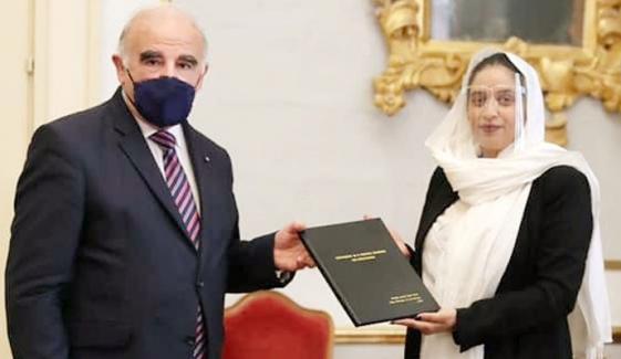 پاکستانی ڈاکٹر آمنہ خان نوویل کیمیکلز پر ریسرچ کرنے والی پہلی طالبہ