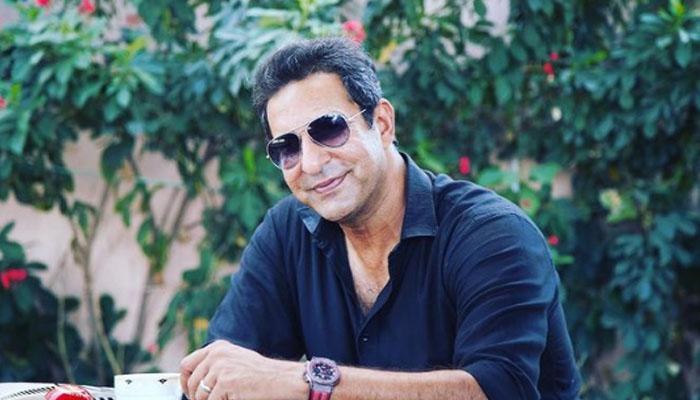 وسیم اکرم کی نیکر میں ایک اور تصویر وائرل