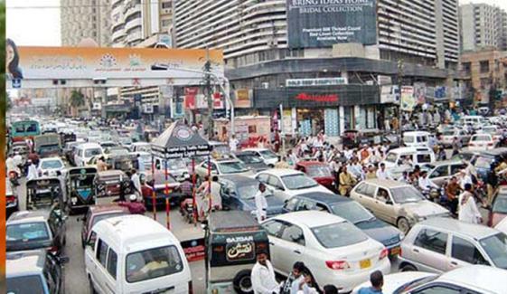 کراچی کی سڑکوں پر شدید ٹریفک جام ہوگیا