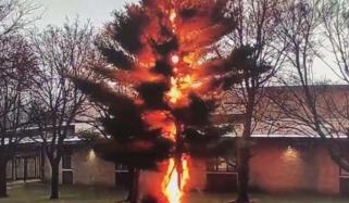 امریکا: اسکول میں آسمانی بجلی گرنے کی ویڈیو وائرل