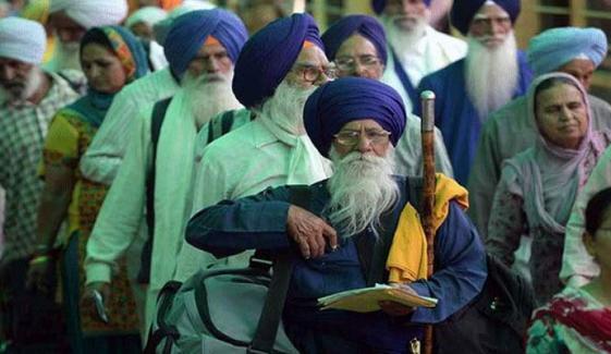 بیساکھی میں شرکت کیلئے سکھ یاتری پاکستان پہنچ گئے