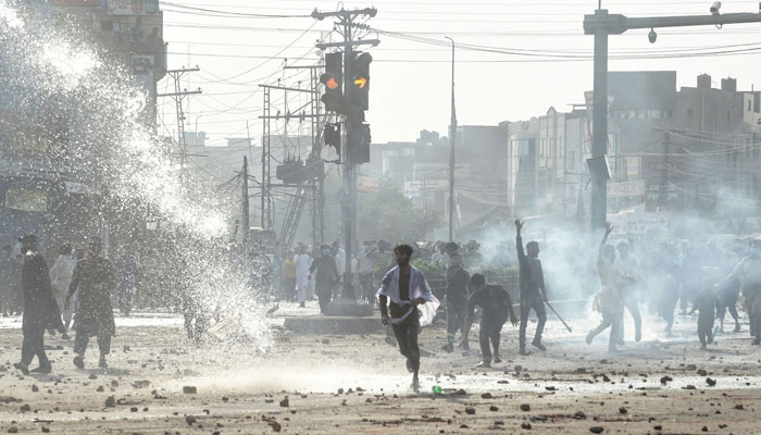 لاہور ، شاہدرہ میں رات گئے پولیس اور مظاہرین میں جھڑپیں
