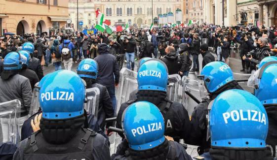 اٹلی میں کورونا پابندیوں کے خلاف عوام کا  احتجاج