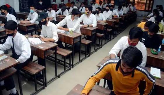بھارت : کورونا سے بگڑتی صورتحال کے باعث میٹرک کے امتحانات منسوخ
