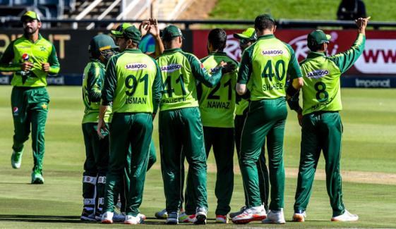 پہلی مرتبہ غیر ایشیائی ٹیم کے پاکستان کیخلاف 200 رنز