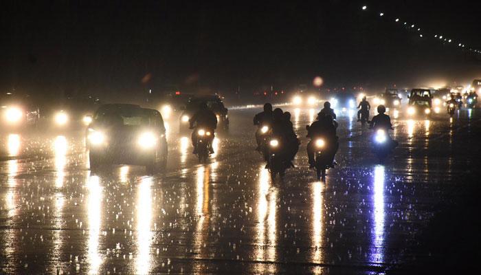 اسلام آباد: تیز ہواؤں اورگرج چمک کےساتھ بارش