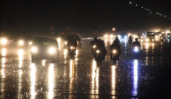 اسلام آباد: تیز ہواؤں اور گرج چمک کے ساتھ بارش